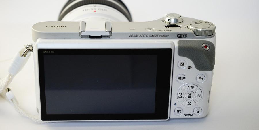 цифровой фотоаппарат с выдвинутым объективом