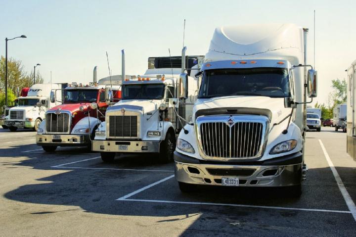 четыре грузовика