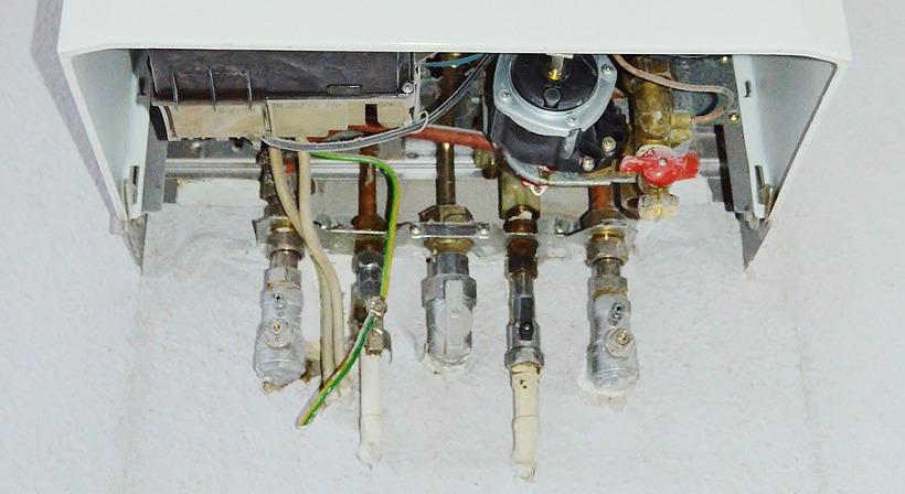 детали в нижней части водонагревателя