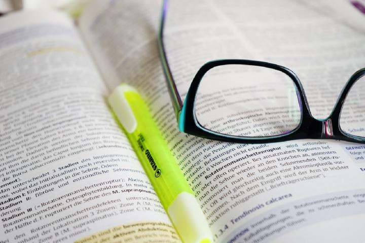 книга и маркер