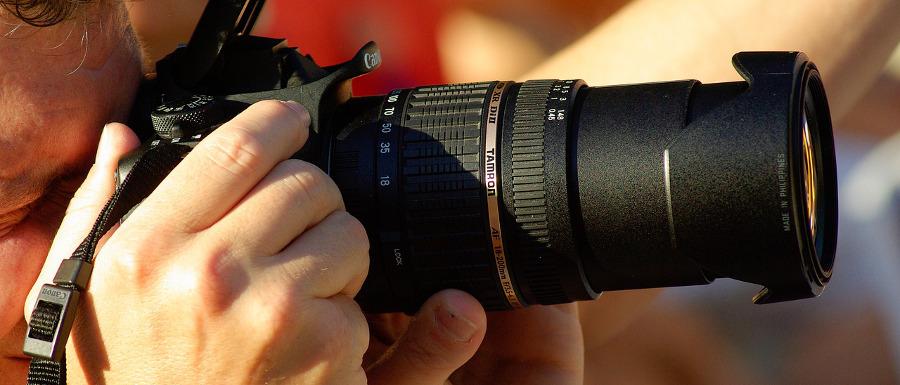 фотокамера в руках