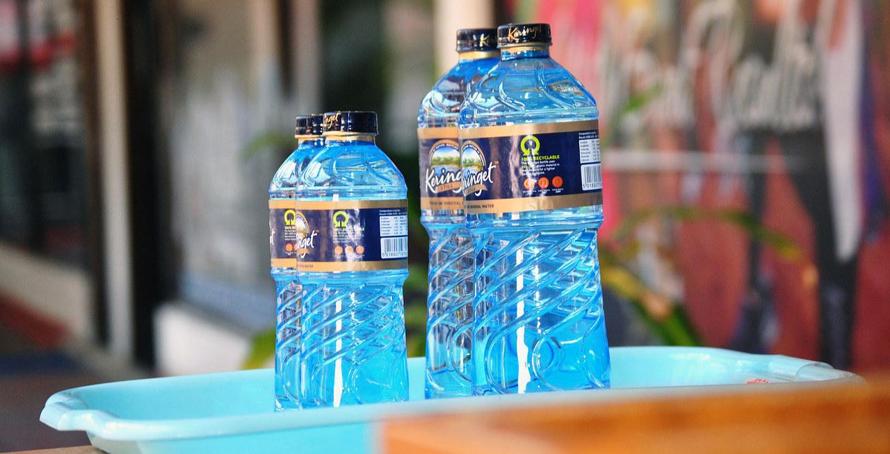 бутылки с питьевой водой