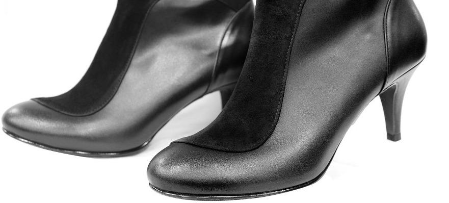 чёрные начищенные женские ботинки на каблуках